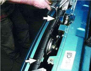 Замена переднего буфера ВАЗ 2110. отворачиваем 2 болта