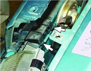Устанавливаем облицовку радиатора