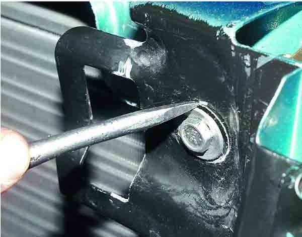 Замена тяги привода замка капота ВАЗ 2110, 2111, 2112