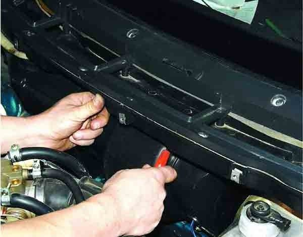 Снятие обивки, облицовки и накладки рамы лобового стекла на ВАЗ 2110, 2111, 2112