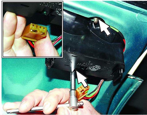 Как снять и установить обратно крышку багажника на ВАЗ 2110