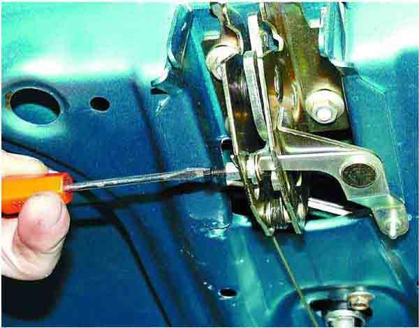 Замена привода замка крышки багажника ВАЗ 2110, 2111, 2112