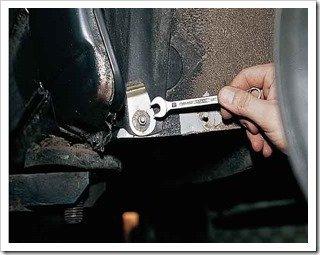 Как снять подкрылок передней колесной арки с 2110