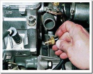 Как снять датчик температуры охлаждающей жидкости для комбинации приборов двигателей ВАЗ-2111, -2110
