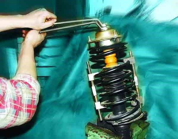 Как отремонтировать телескопическую стойку на ВАЗ 2110, 11, 12.