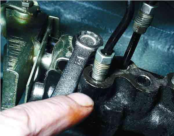Как заменить регулятор давления тормозной системы на ВАЗ 2110.