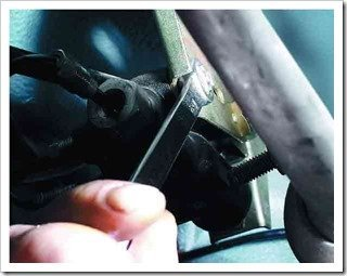 снимаем регулятор тормозной системы с ваз 2110
