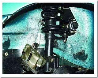 Подвешиваем снятый тормозной механизм к пружине