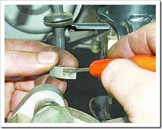 как поменять тормозные колодки на передних колесах десятки