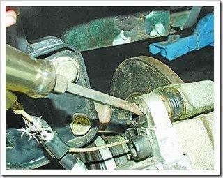 простая замена тормозных колодок