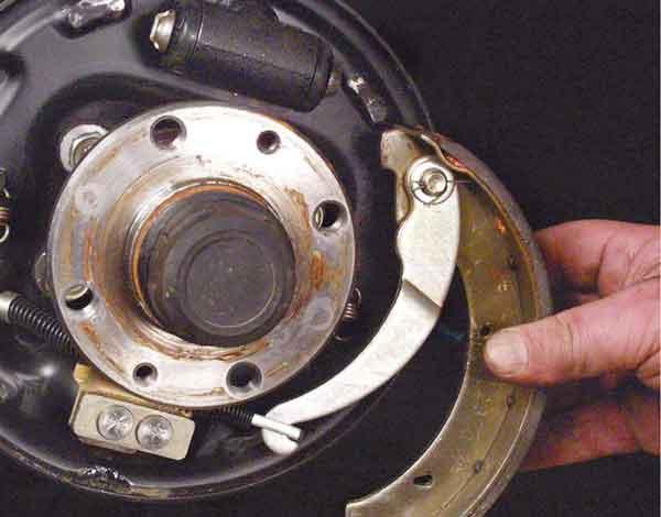 Как поменять тормозные колодки на задних колесах ВАЗ 2110