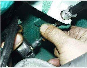 как поменять трос ручника на десятке