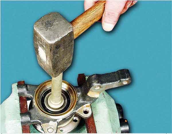 Выпрессовываем ступицу из внутреннего кольца