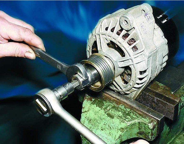 Как поменять шкив генератора на ВАЗ 2110