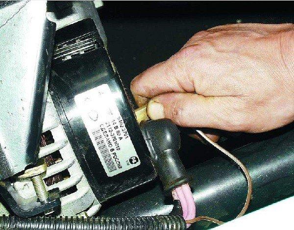 отсоединяем провода от Д вывода генератора