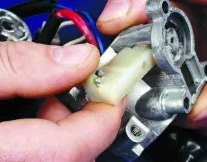 Как поменять микровыключатель в замке зажигания ВАЗ 2110