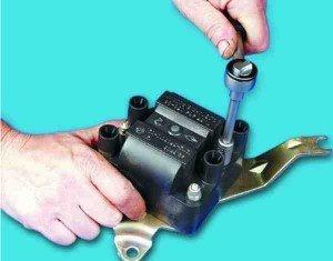 разборка модуля зажигания на двигателе 2111