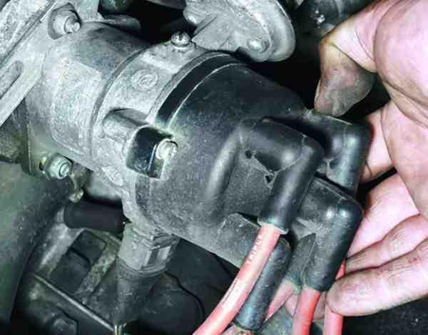 Как снять и установить распределитель зажигания на ВАЗ 2110