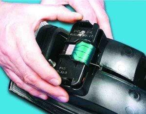 Как снять и установить фонарь на заднем крыле ВАЗ 2110