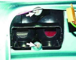 Как снять и установить фонарь на крышке багажника ВАЗ 2110