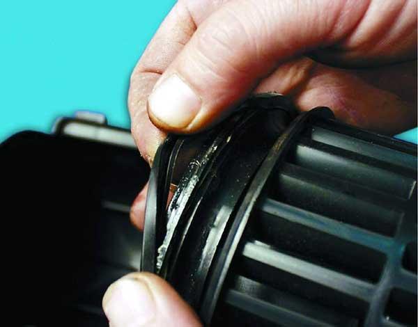 проверяем уплотнительное кольцо