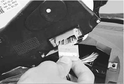 как снять и установить комбинацию приборов на рено логан