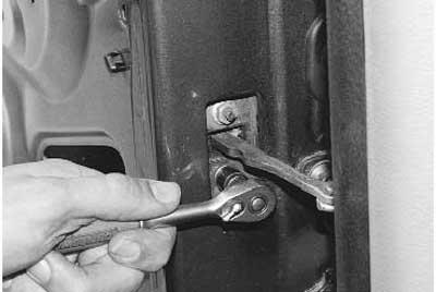 Как заменить ограничитель открывания задней двери на рено логан