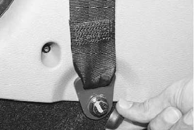 Как снять и установить передний ремень безопасности на рено логан