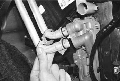 как снять и установить радиатор отопителя на рено логан\сандеро