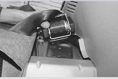Как снять и установить задние ремни безопасности на рено логан