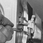 Как снять ограничитель открывания двери на приоре