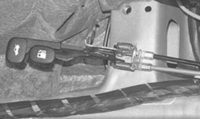 Как заменить привод замка крышки багажника