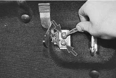 Как снять замок капота и предохранительный крючок на Приоре