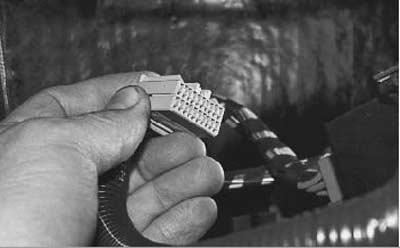 отсоединяем провода управления электропакетом