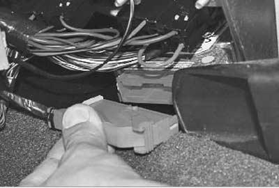 отсоединяем провода от подушки безопасности