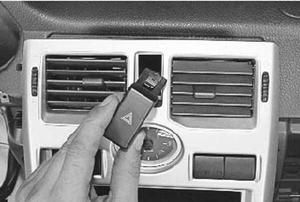 снимаем кнопку аварийки