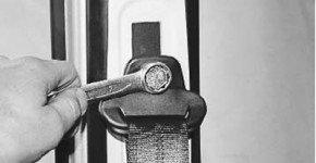 Как заменить передний ремень безопасности на Приоре