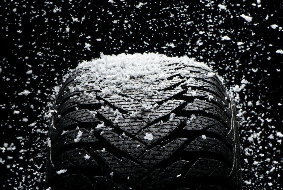 шина в снегу