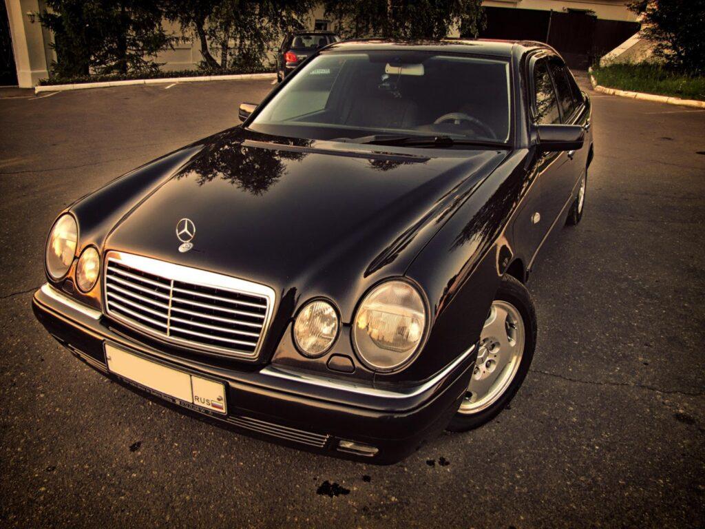 Mercedes-Benz E-Class – классическая надежность и представительность