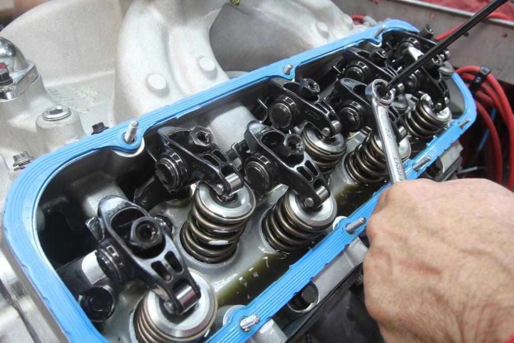 Причины стука двигателя в автомобиле