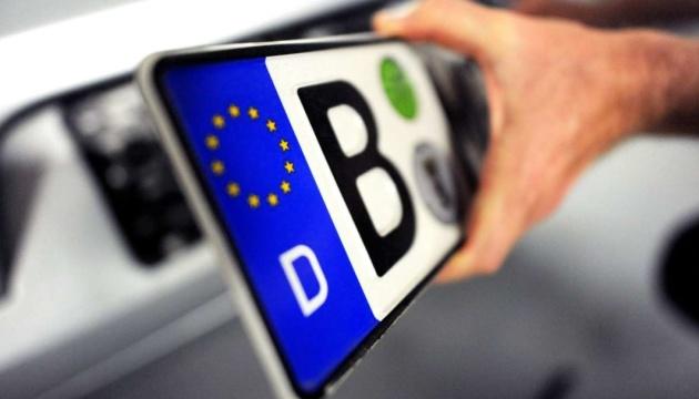 Закон щодо розмитнення «євроблях» прийнято, що робити далі?